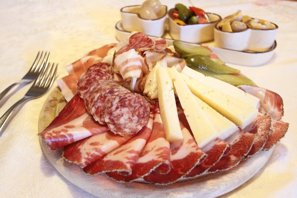 Eviter les charcuteries et certains fromages